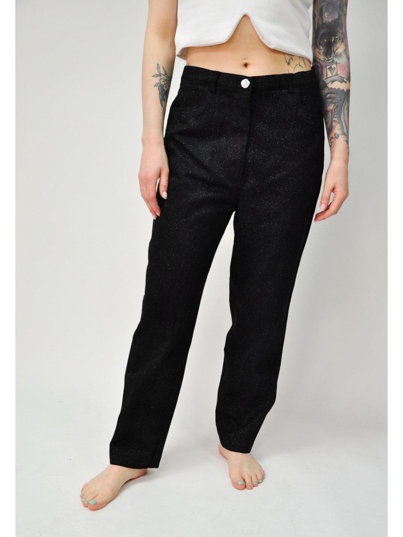 černé kalhoty se třpytkami
