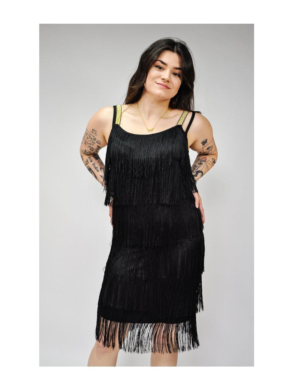 černé šaty s třásněmi