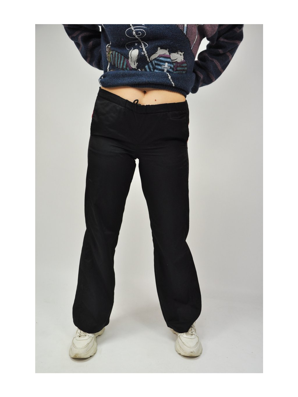 černé sportovní kalhoty