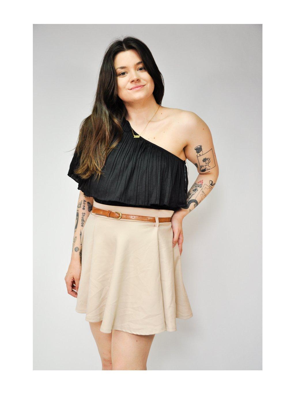 béžová sukně s páskem