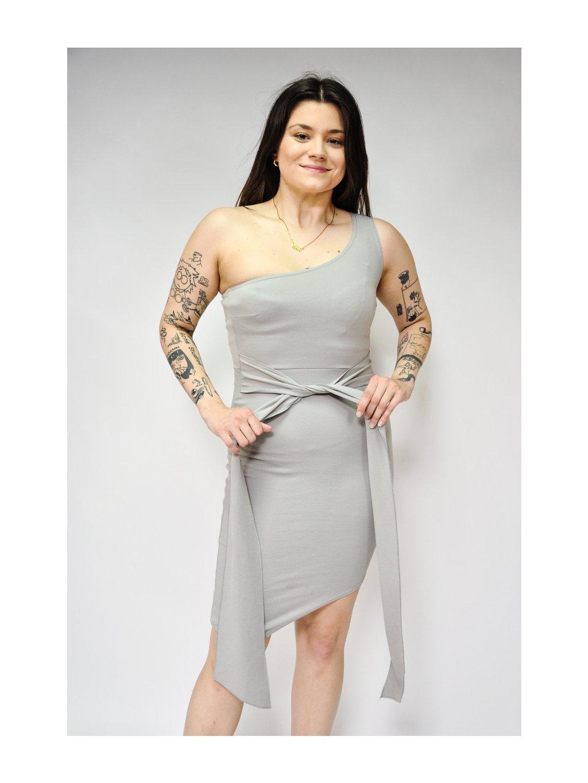 krásné šedé šaty