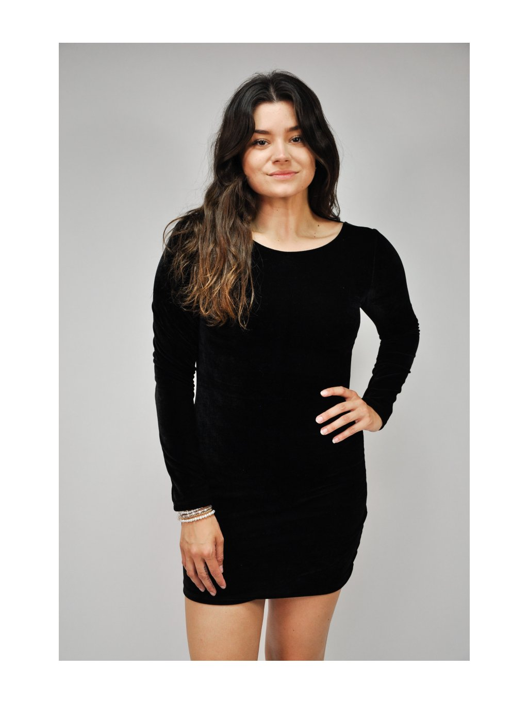 černé sametové šaty