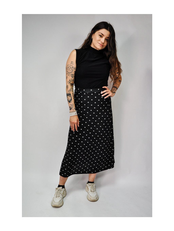 černá sukně s puntíky