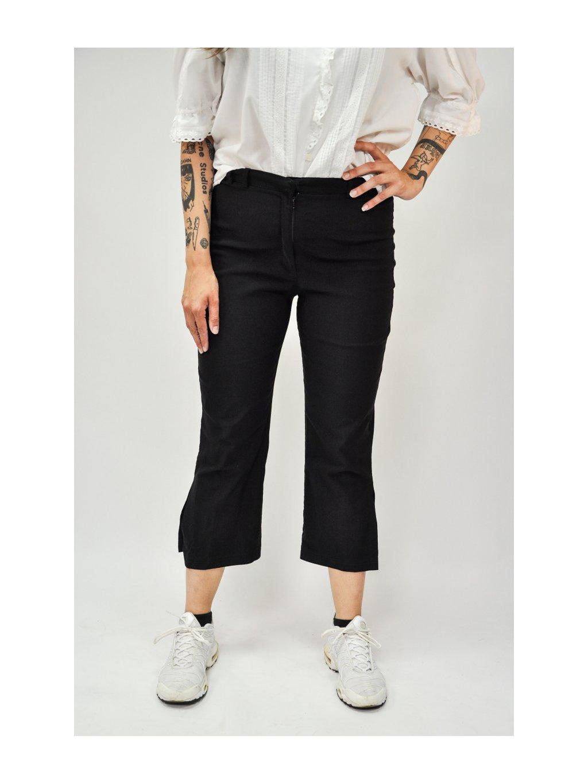 černé kalhoty s rozparkem