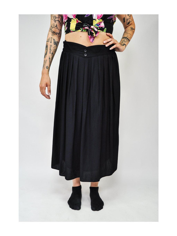 černá sukně s vykrojením
