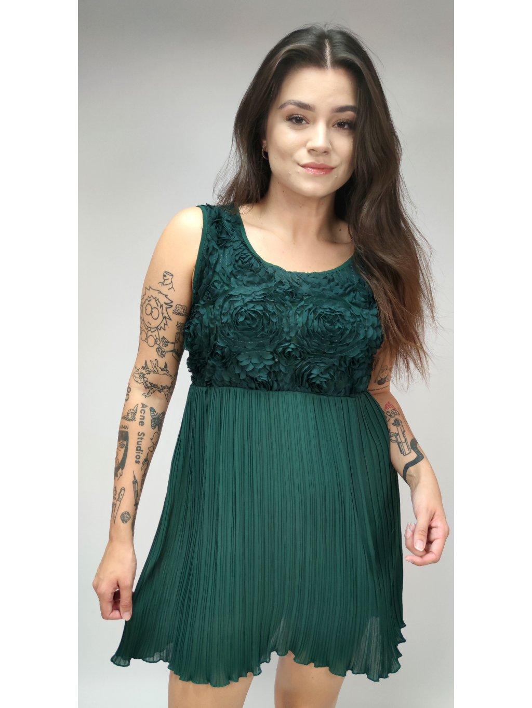zelené šaty s plísovanou sukní