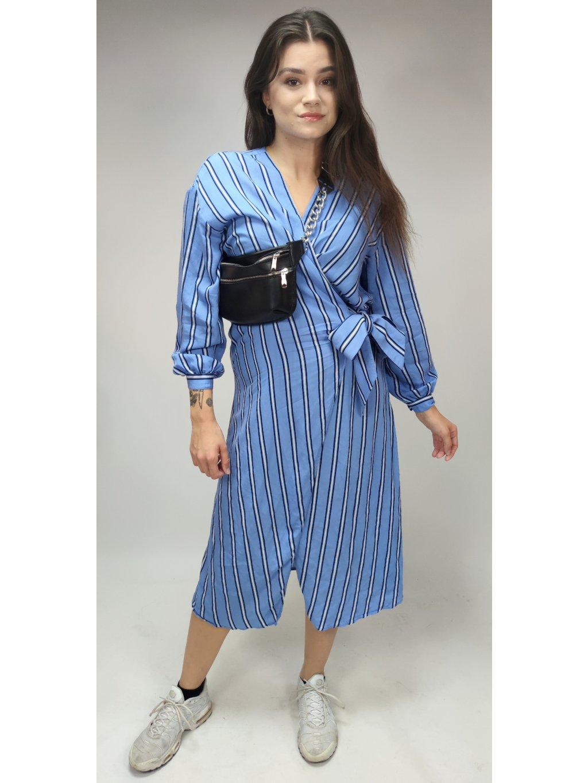 modré zavinovací pruhované šaty