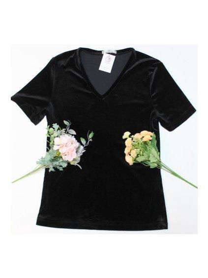 černé sametové tričko