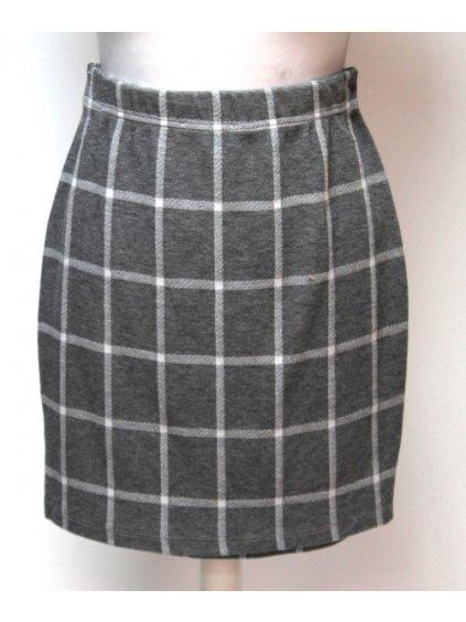 šedá kostkovaná sukně