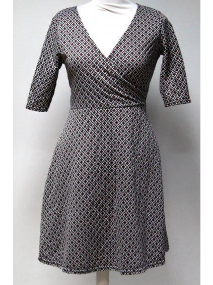 šaty s retro vzorem