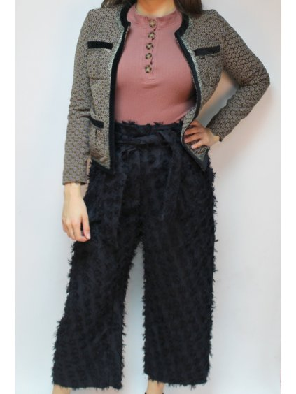 černé střapaté kalhoty do pasu