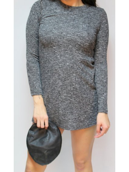 šedé žíhané šaty