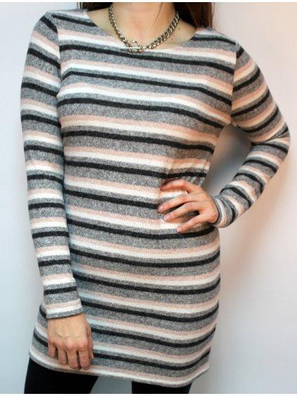 pruhované svetrové šaty z příjemného materiálu