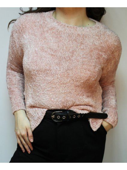 růžový chlupatý svetr stříbrnou nitkou vyšívaný