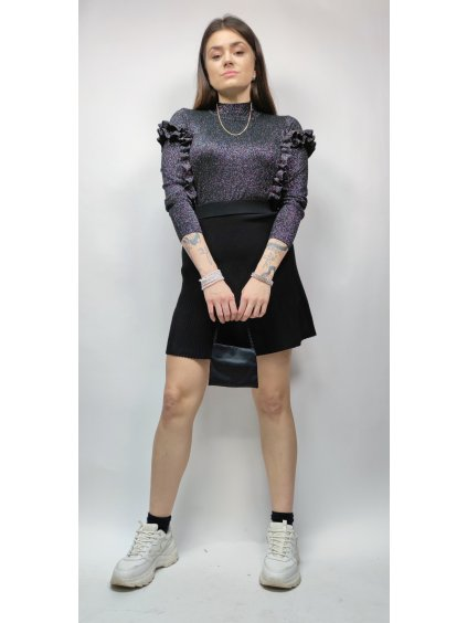 černý svetřík s volány stříbrnou nitkou vyšívaný