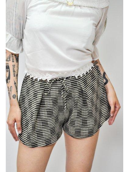 černo bílé šortky se vzorem