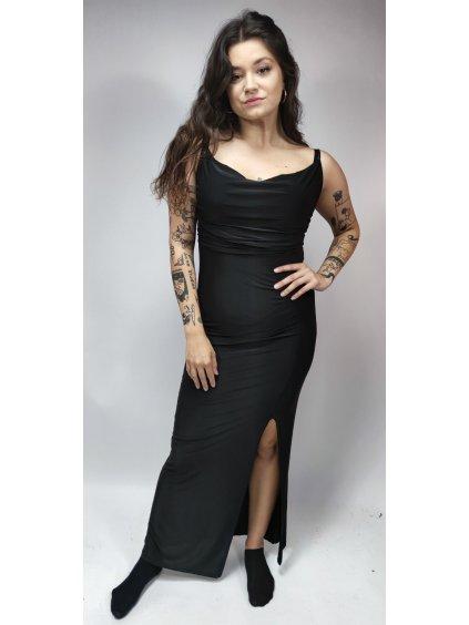 černé šaty s řasením