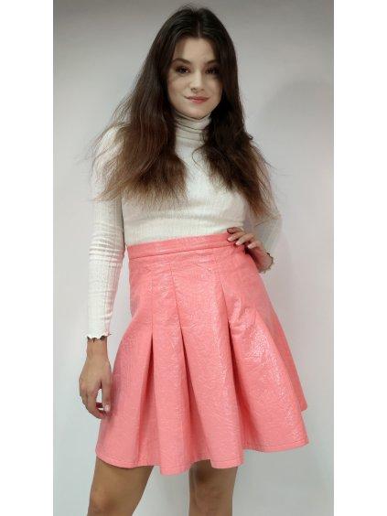 růžová lesklá sukně
