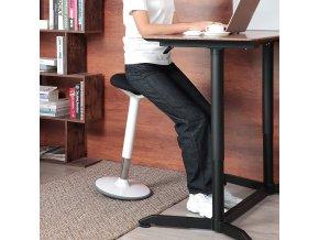 Pracovní stolička s nastavitelnou výškou bílá