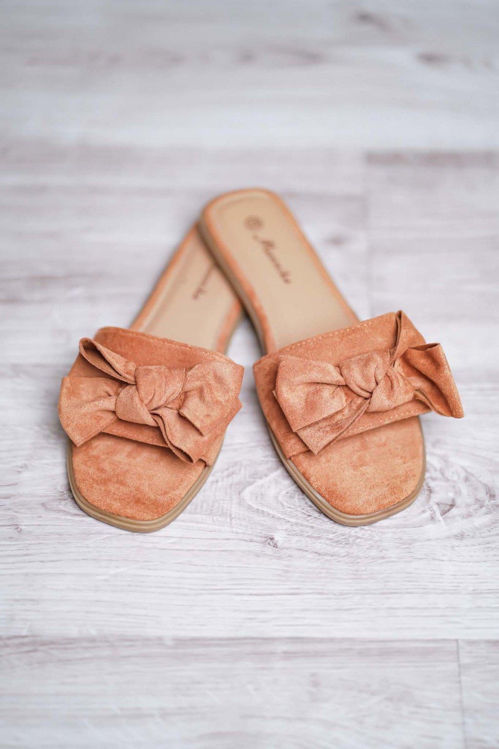 šľapky, pekné šľapky, obuv, letná obuv, jarná obuv, dovolenkový outfit, oblečenie na dovolenku 4