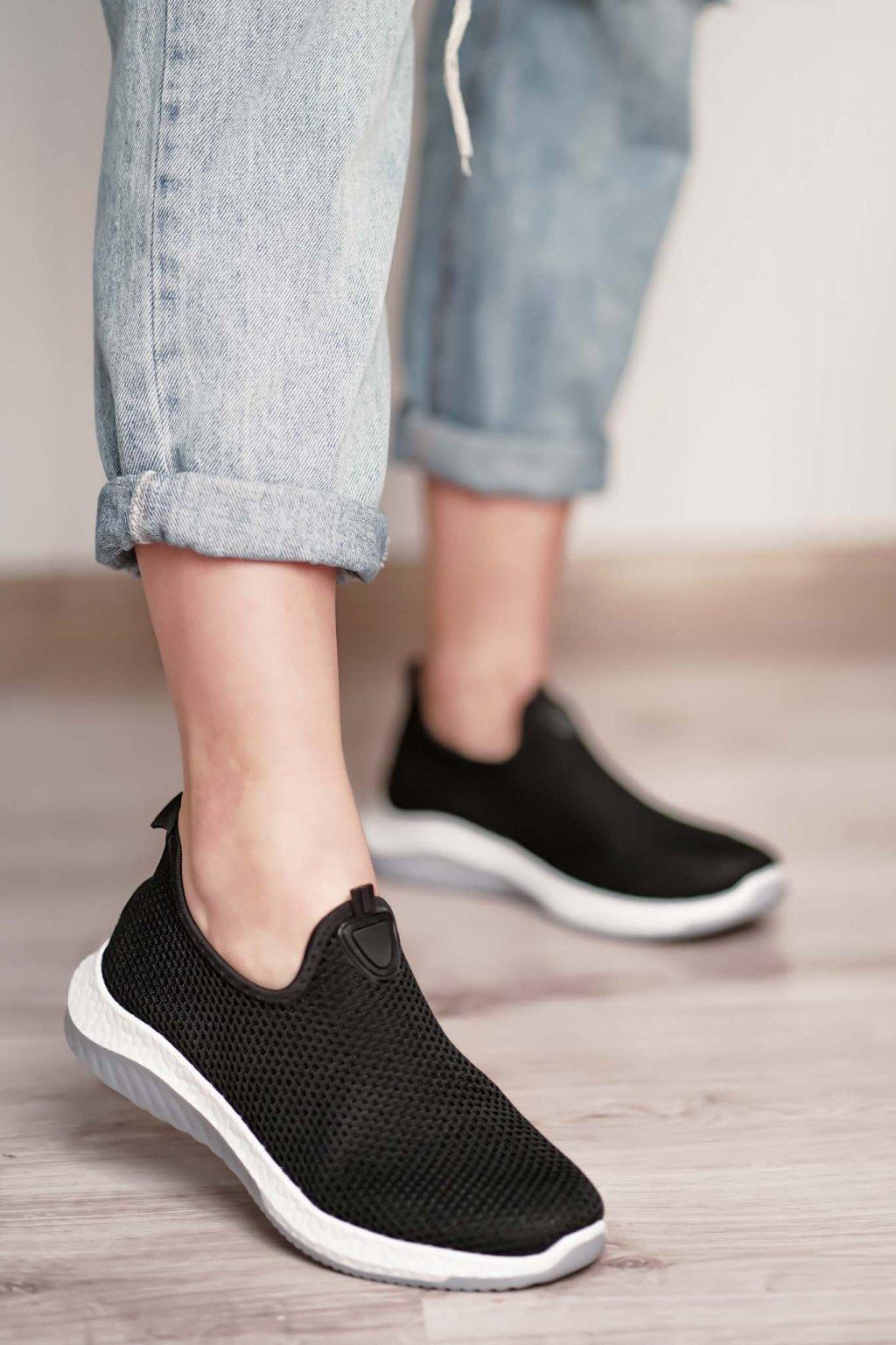 topánky, obuv, tenisky, botasky, lodičky, čižmy, šľapky, sandálky 549
