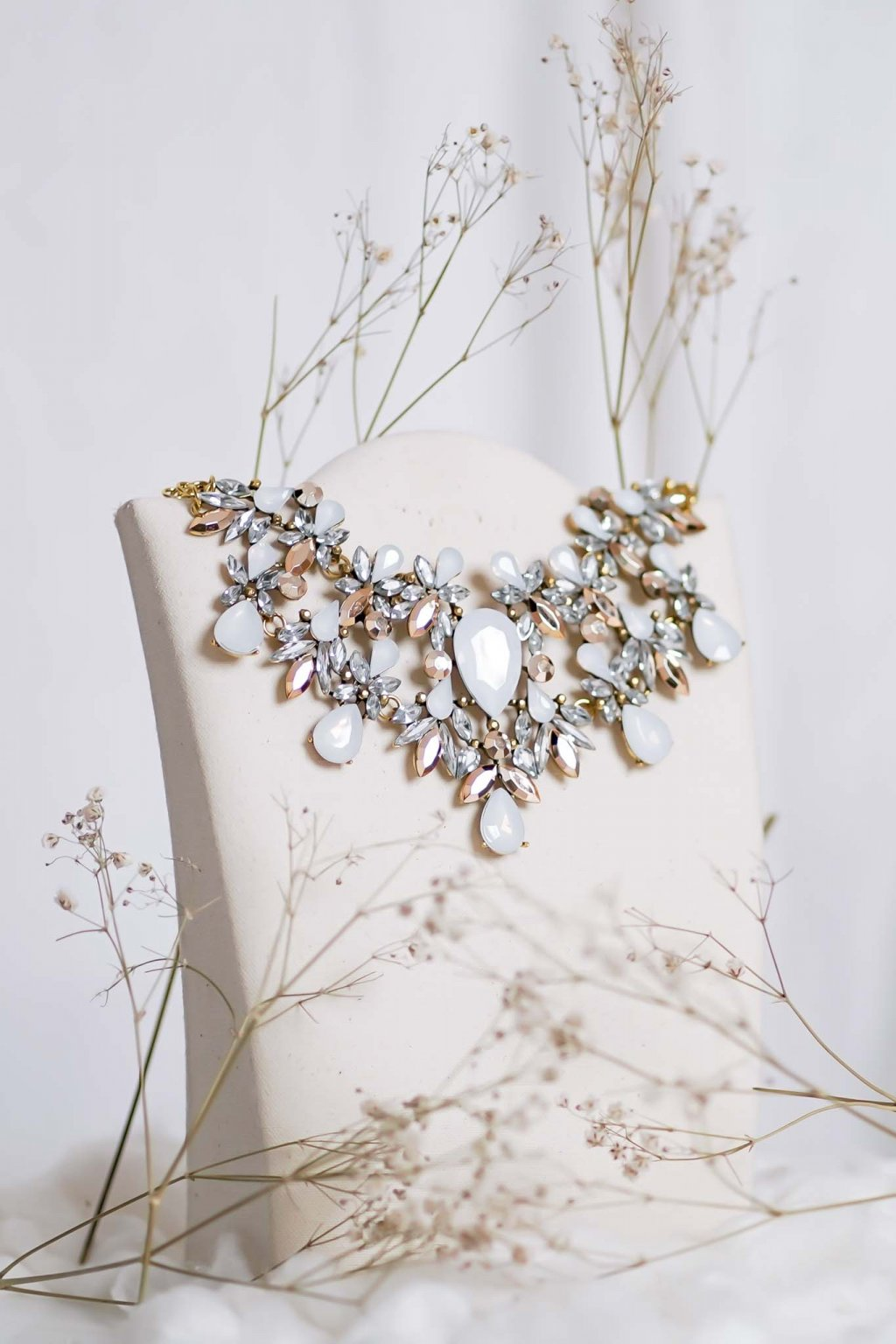 náhrdelník, spoločenský, bežný deň, kamienkový, farebný, čierny, strieborný, zelený, cyklamenévy, náhrdelník, bižuteria, šperk, šperky, ples, stužková, svadba, 116