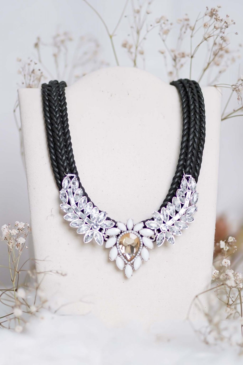 náhrdelník, spoločenský, bežný deň, kamienkový, farebný, čierny, strieborný, zelený, cyklamenévy, náhrdelník, bižuteria, šperk, šperky, ples, stužková, svadba, 052
