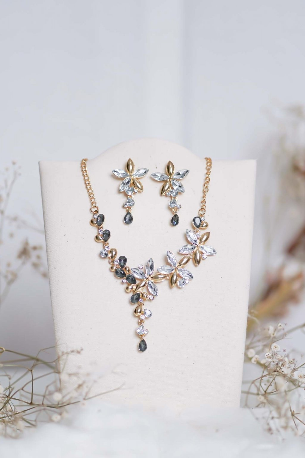 náhrdelník, spoločenský, bežný deň, kamienkový, farebný, čierny, strieborný, zelený, cyklamenévy, náhrdelník, bižuteria, šperk, šperky, ples, stužková, svadba, 073