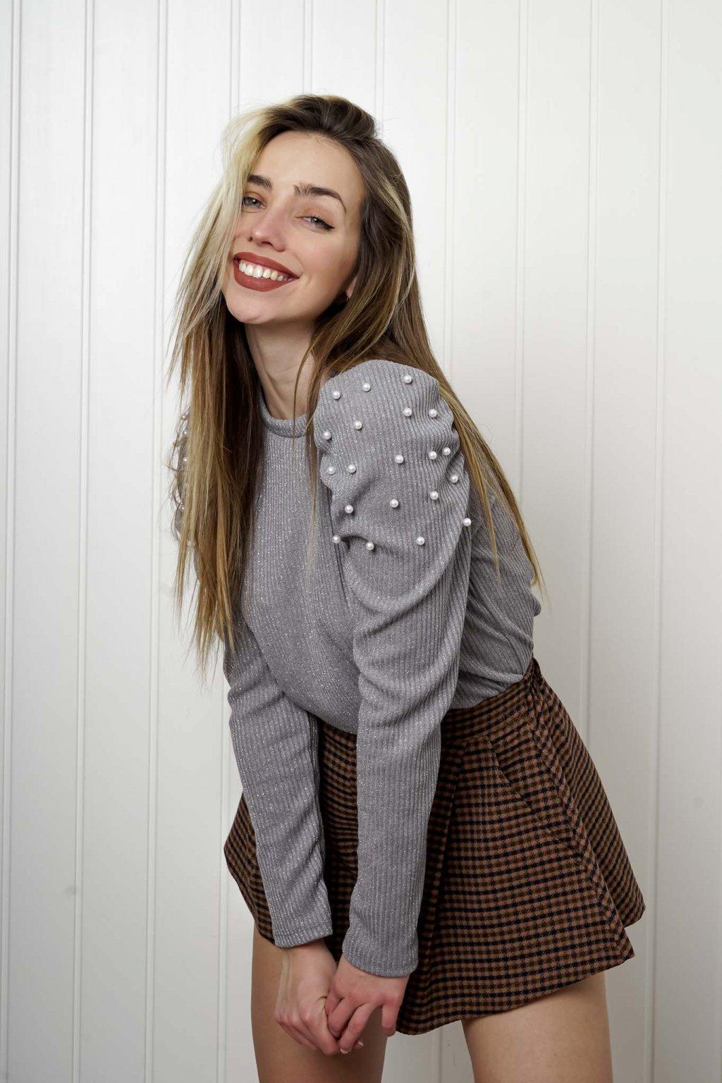 sveter, svetrík, sveter dámsky, úplet, úpletový sveter, jednoduchý sveter, v výstríh, štýlový, chlpatý,vzorovaný, srdiečkový, čierny, biely, farebný, 106