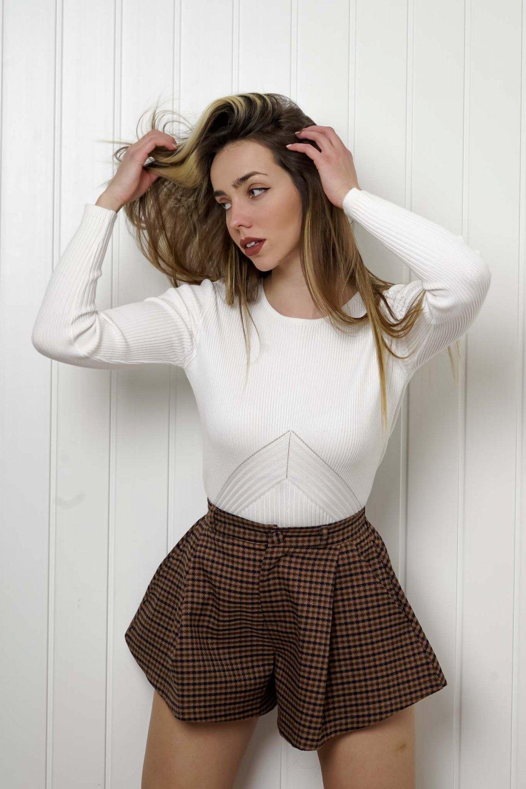 sveter, svetrík, sveter dámsky, úplet, úpletový sveter, jednoduchý sveter, v výstríh, štýlový, chlpatý,vzorovaný, srdiečkový, čierny, biely, farebný, 112