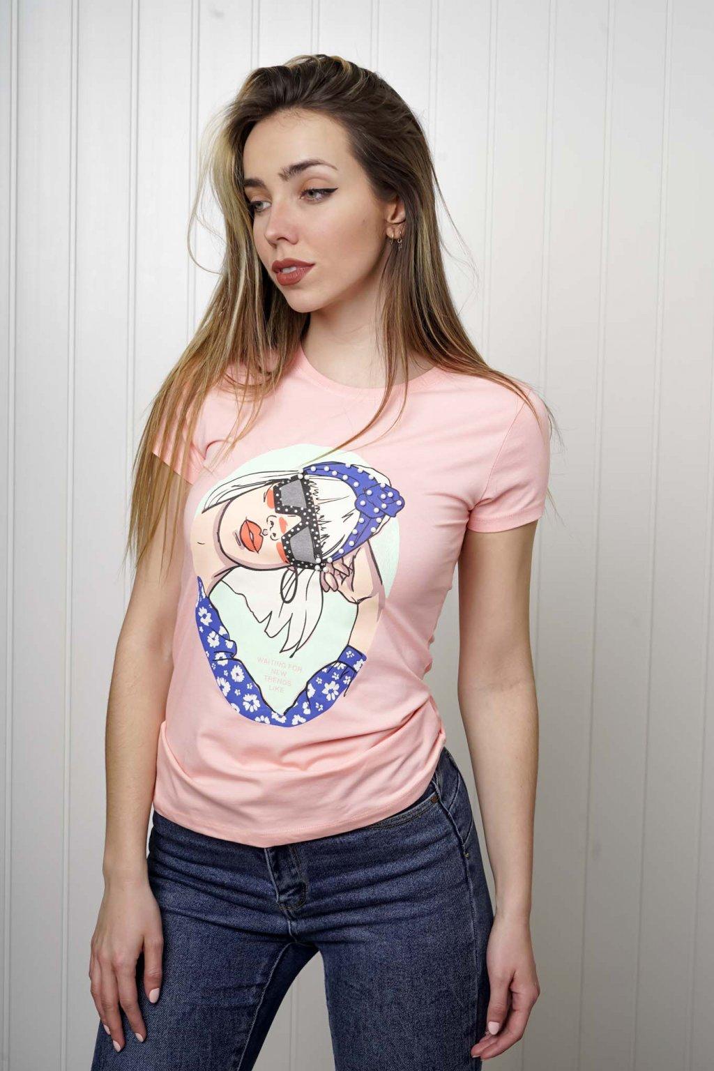 tričko, tričkové šaty, biele, čierne, žlté, vzorované, potlač, vyšívané, nášivky, fialové, street style, 76