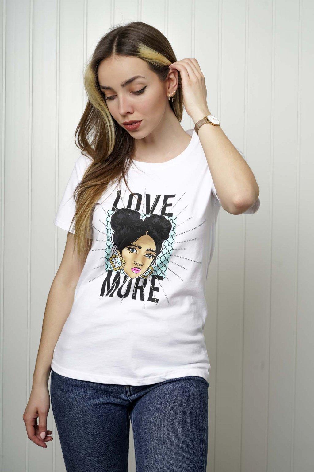 tričko, tričkové šaty, biele, čierne, žlté, vzorované, potlač, vyšívané, nášivky, fialové, street style, 25