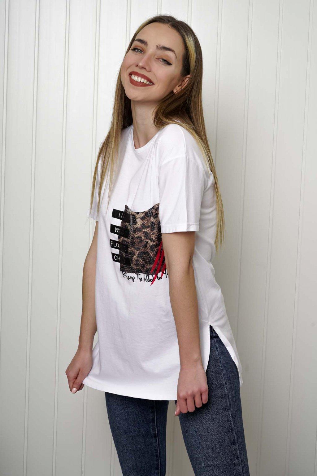 tričko, tričkové šaty, biele, čierne, žlté, vzorované, potlač, vyšívané, nášivky, fialové, street style, 108