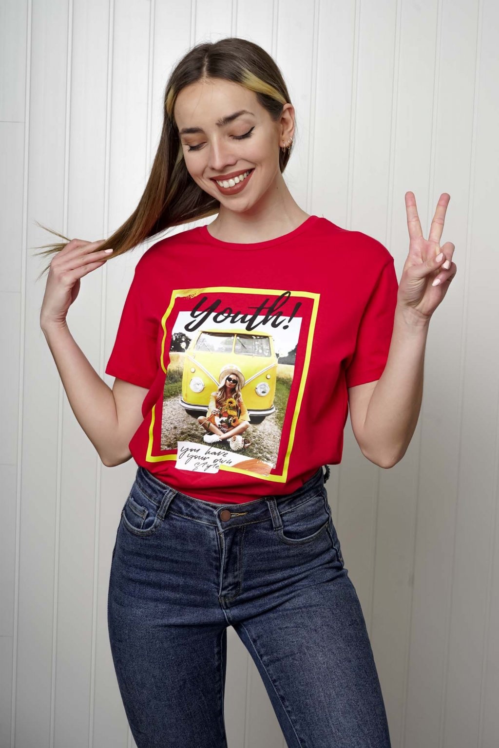 tričko, tričkové šaty, biele, čierne, žlté, vzorované, potlač, vyšívané, nášivky, fialové, street style, 133