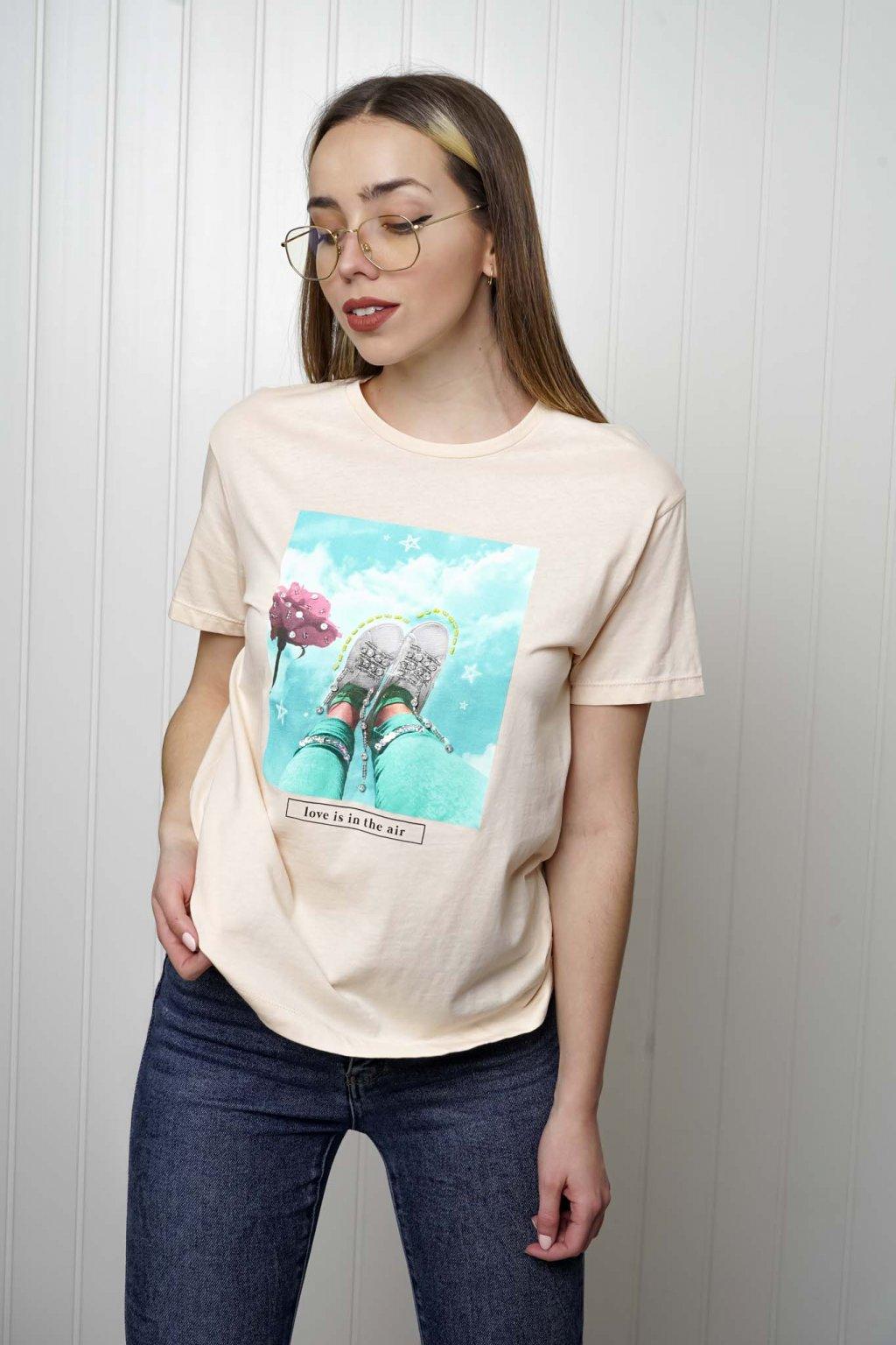 tričko, tričkové šaty, biele, čierne, žlté, vzorované, potlač, vyšívané, nášivky, fialové, street style, 136