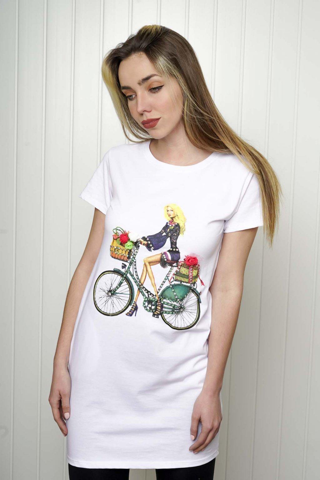 tričko, tričkové šaty, biele, čierne, žlté, vzorované, potlač, vyšívané, nášivky, fialové, street style, 209
