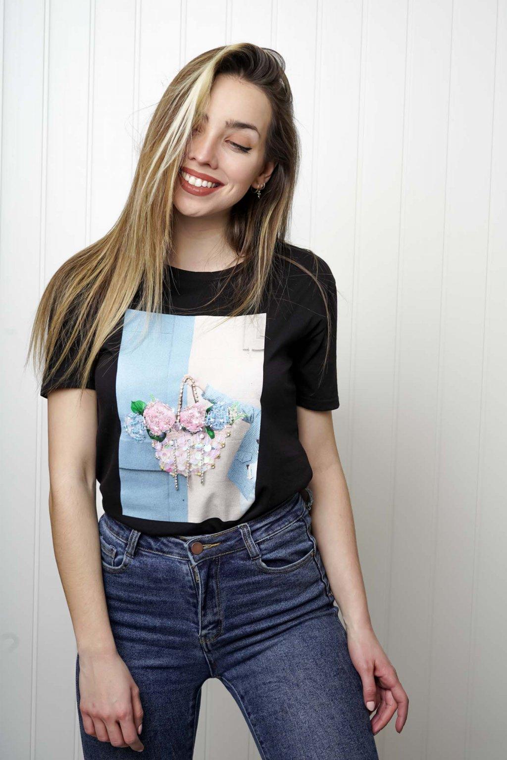tričko, tričkové šaty, biele, čierne, žlté, vzorované, potlač, vyšívané, nášivky, fialové, street style, 223