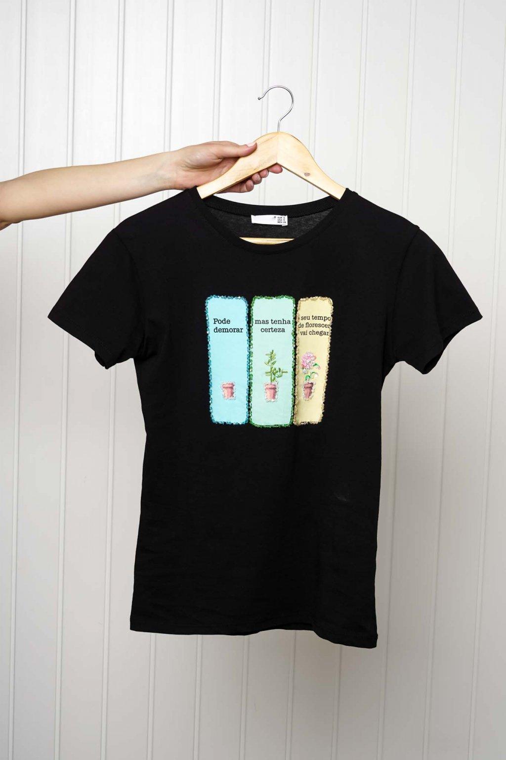 tričko, tričkové šaty, biele, čierne, žlté, vzorované, potlač, vyšívané, nášivky, fialové, street style, 241