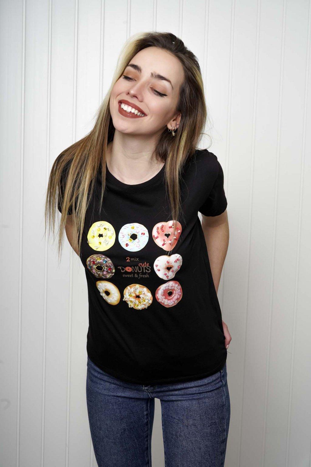tričko, tričkové šaty, biele, čierne, žlté, vzorované, potlač, vyšívané, nášivky, fialové, street style, 242