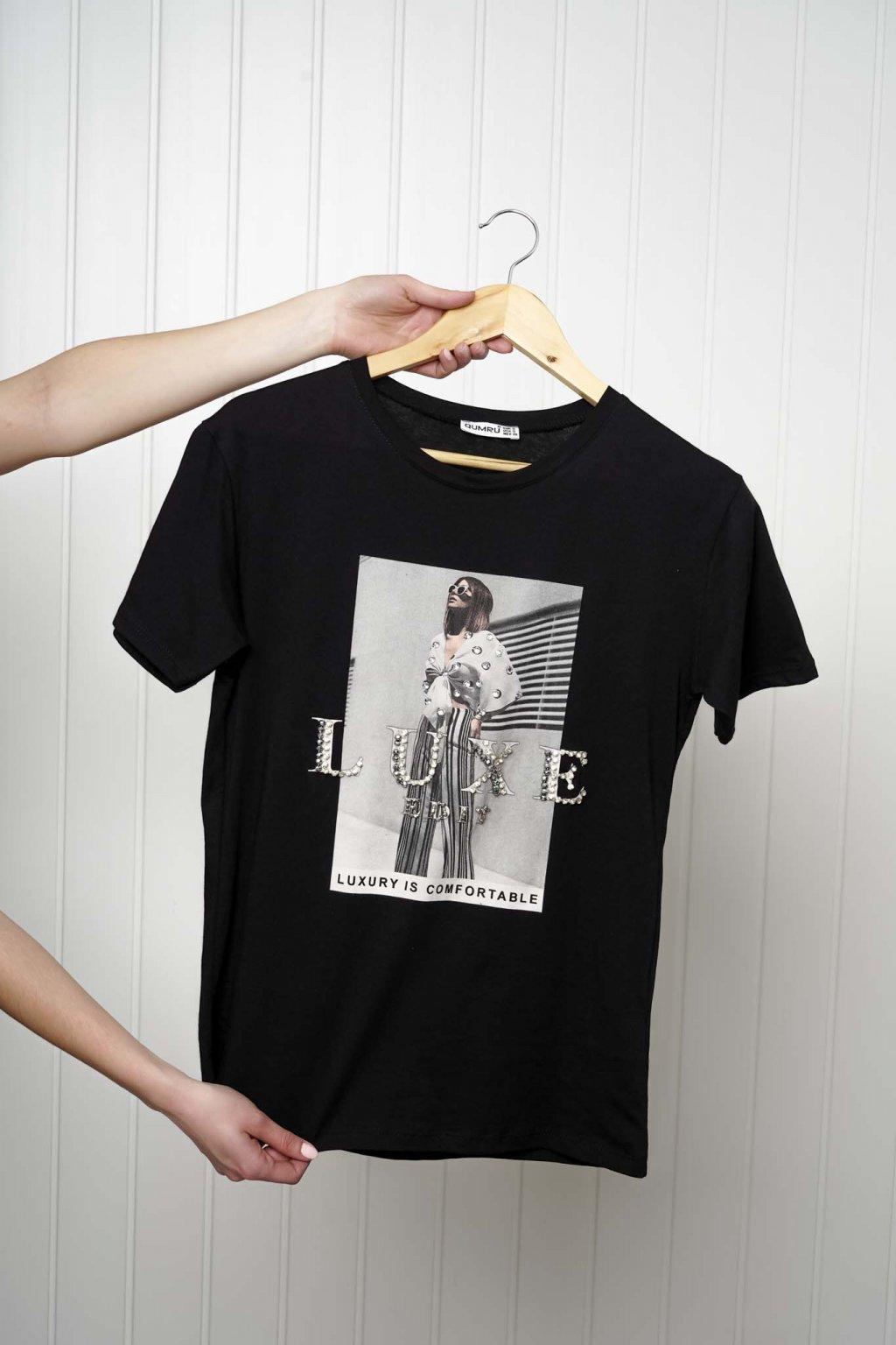 tričko, tričkové šaty, biele, čierne, žlté, vzorované, potlač, vyšívané, nášivky, fialové, street style, 260