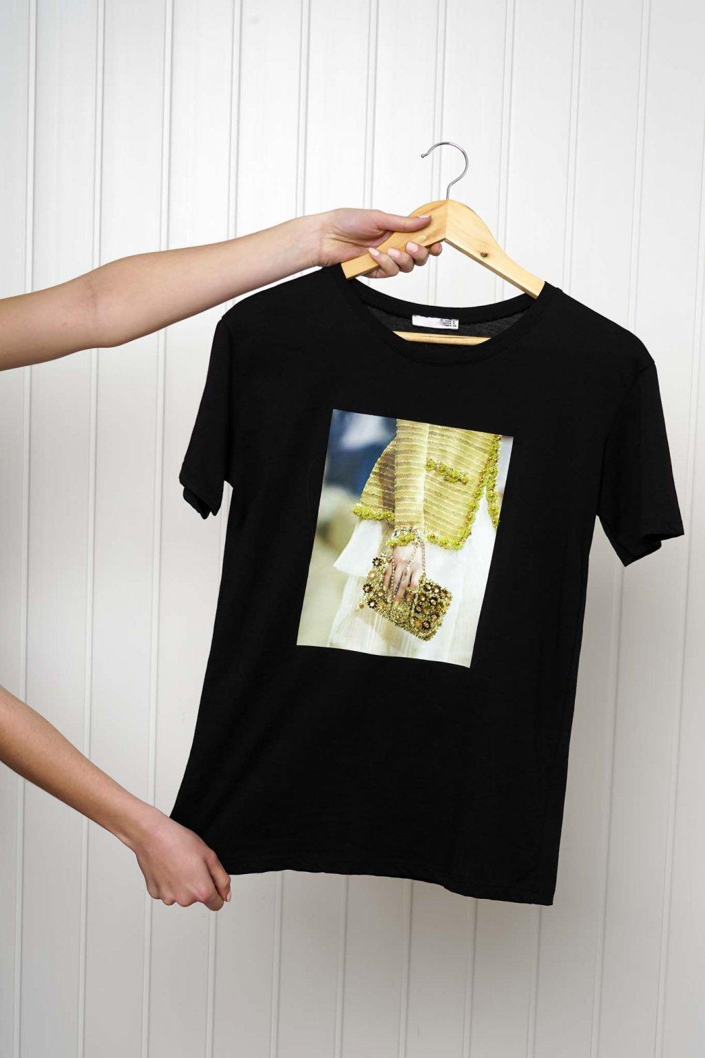 tričko, tričkové šaty, biele, čierne, žlté, vzorované, potlač, vyšívané, nášivky, fialové, street style, 270