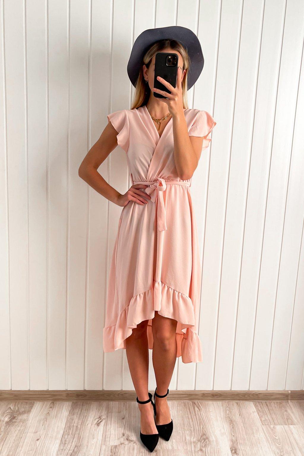 Asymetrické šaty v ružovej farbe