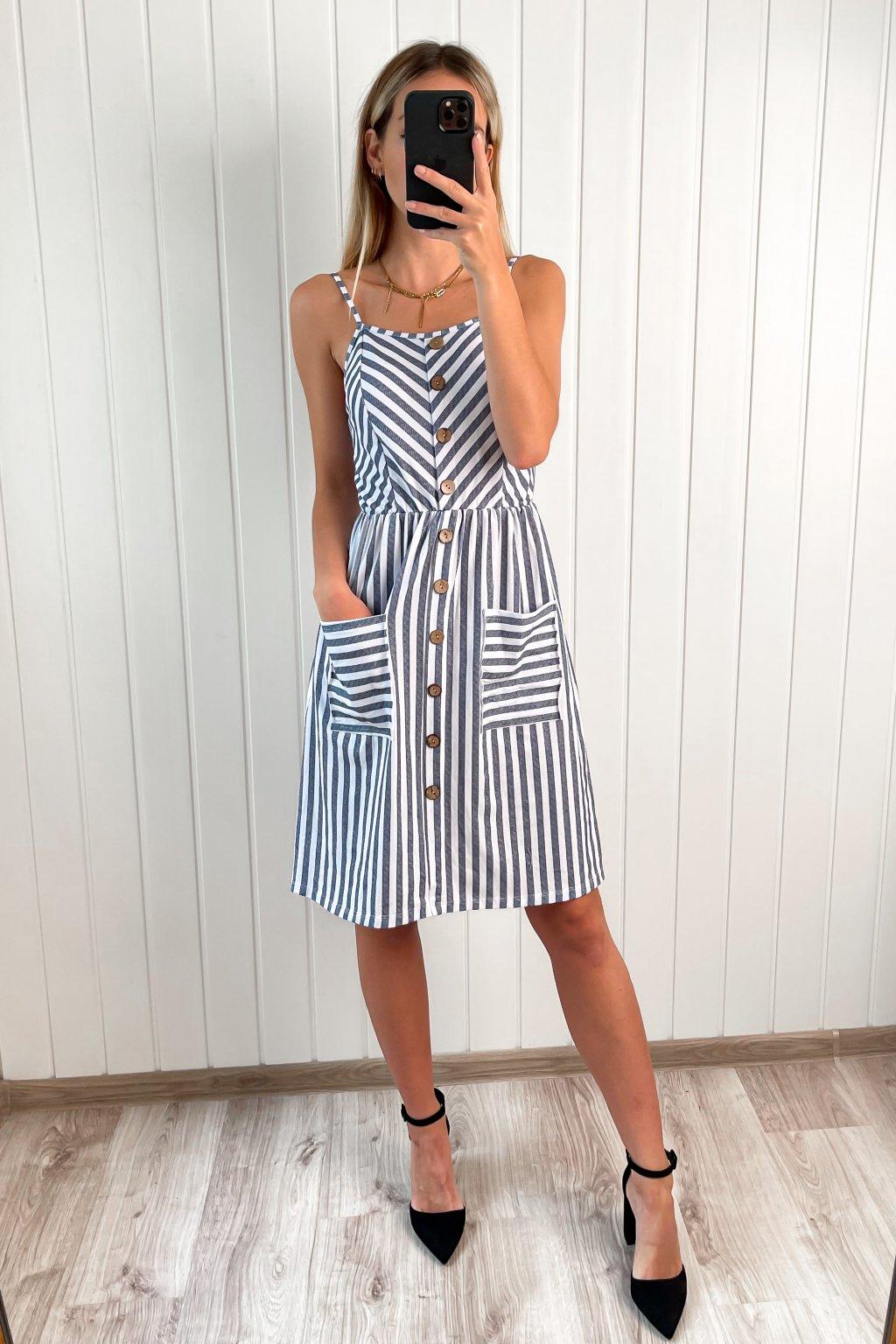 Pásikavé šaty