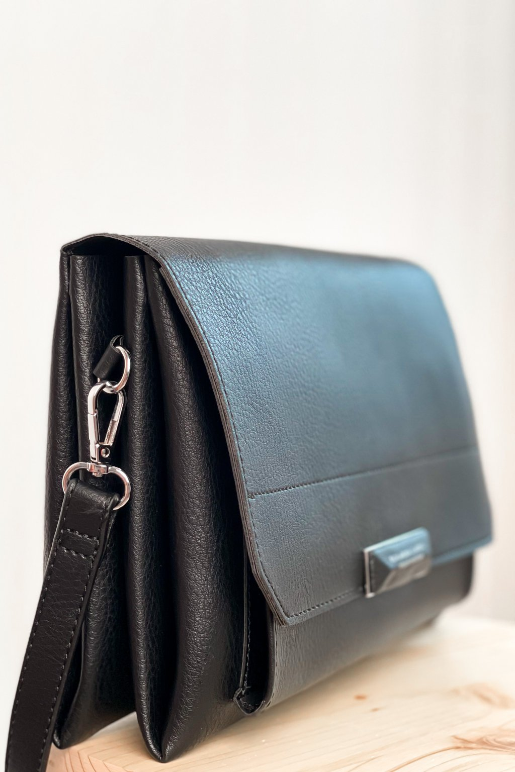Čierna crossbody kabelka