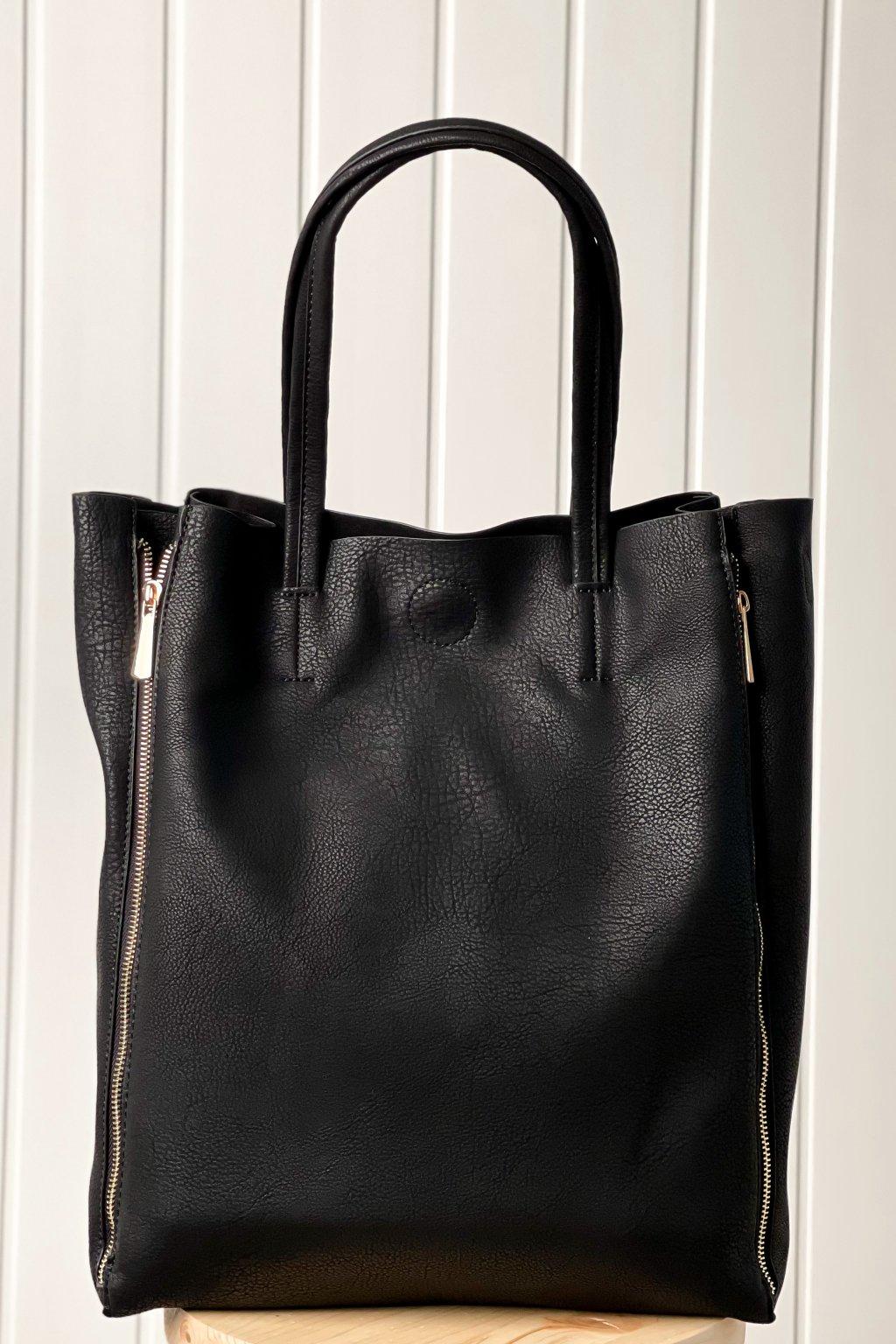 Čierna kabelka s bočnými zipsami