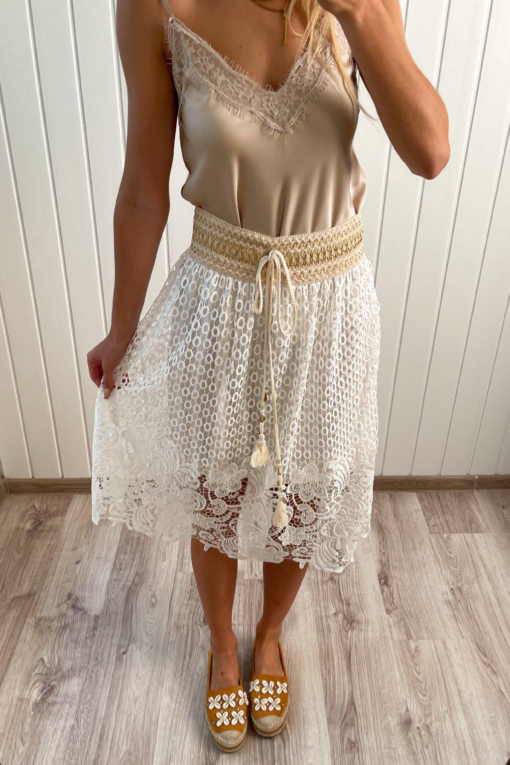 Sukňa z krajky v midi dĺžke