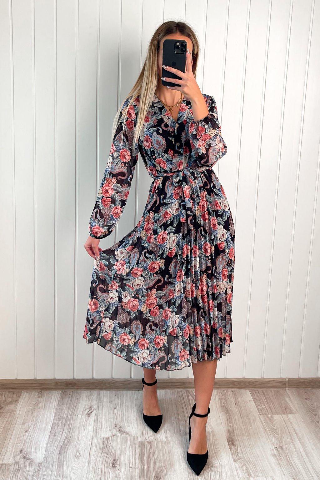 Kvetinové šaty s plisovanou sukňou čierne