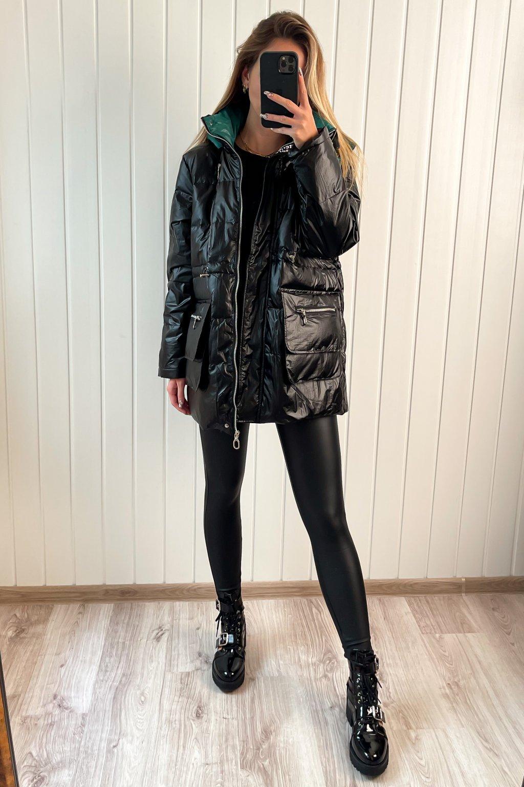 Lesklá prešívaná bunda čierna