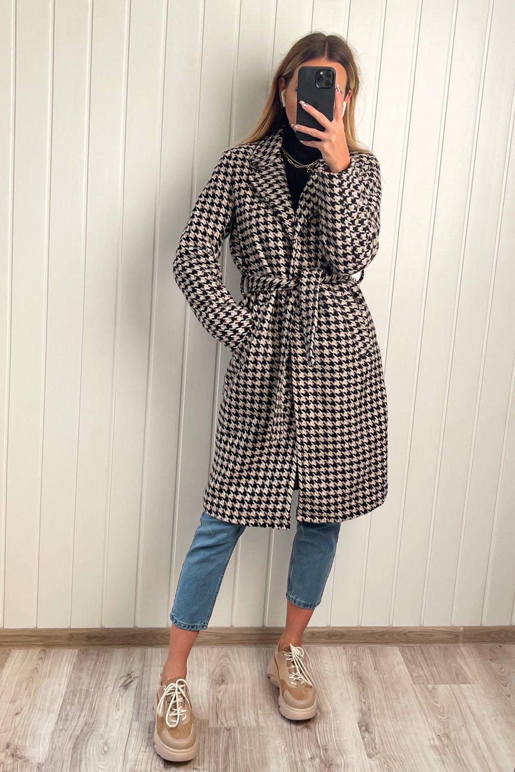 Kabát s pepitovým vzorom