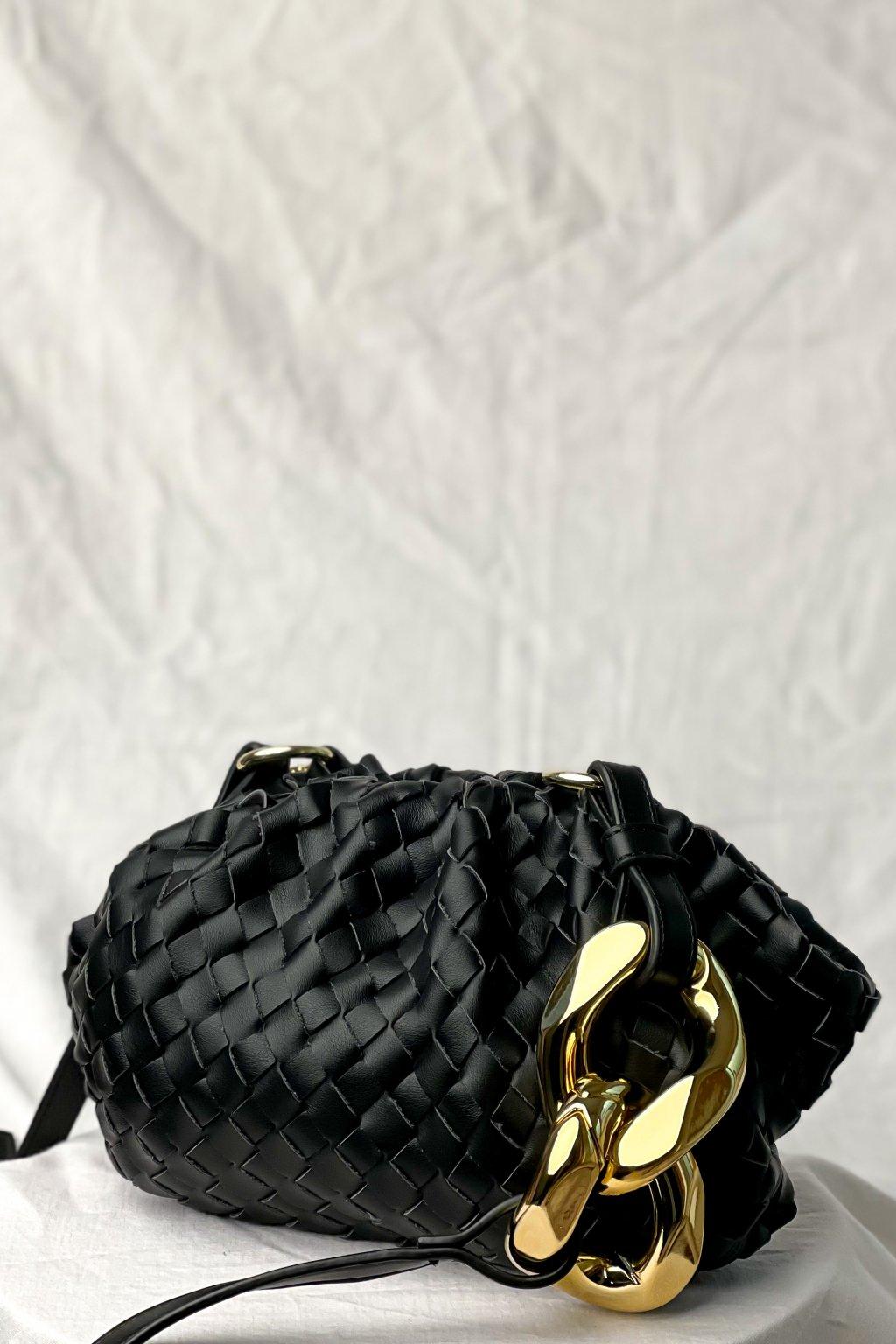 Čierna crossbody kabelka s riasením
